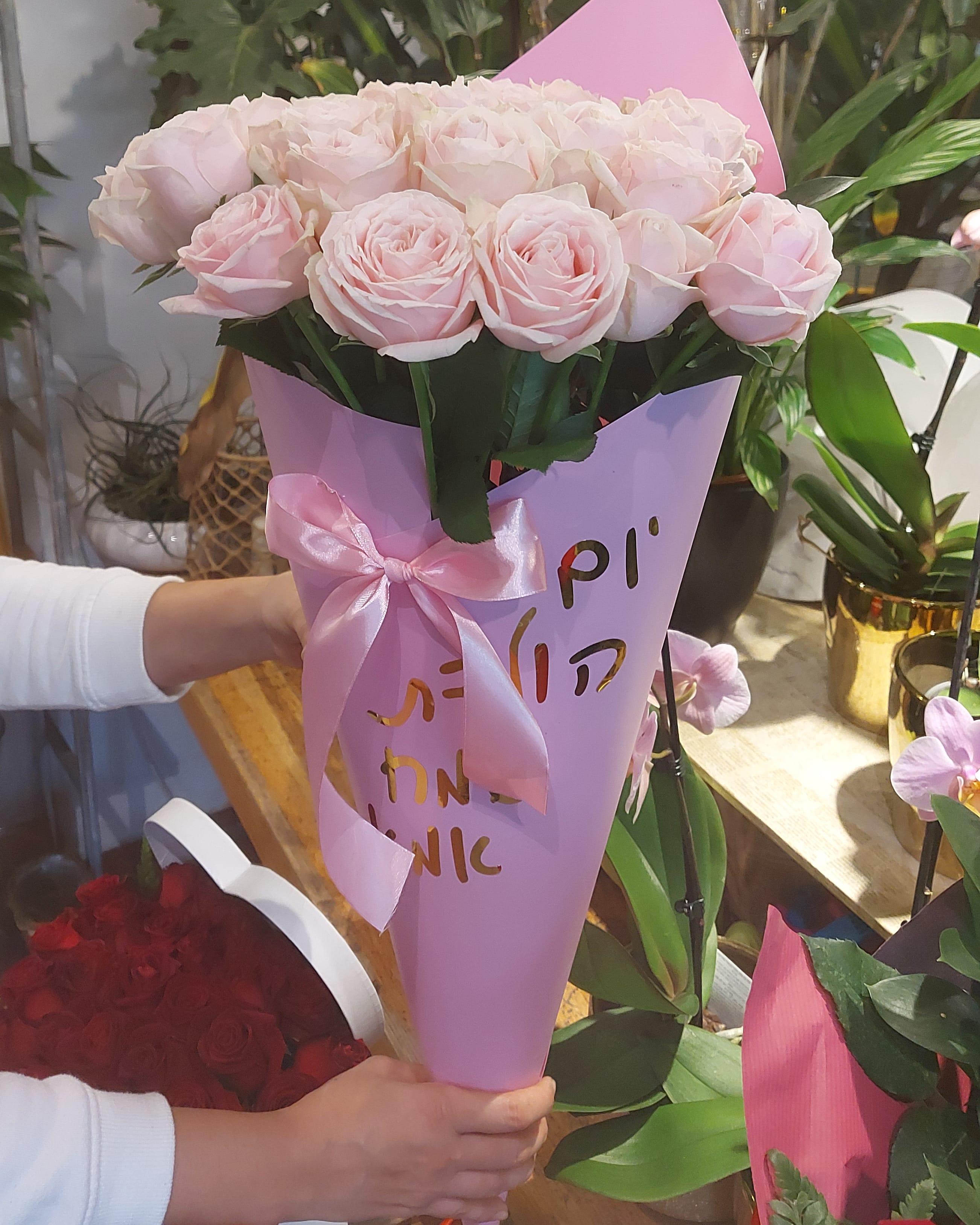 קונוס ורדים רודים