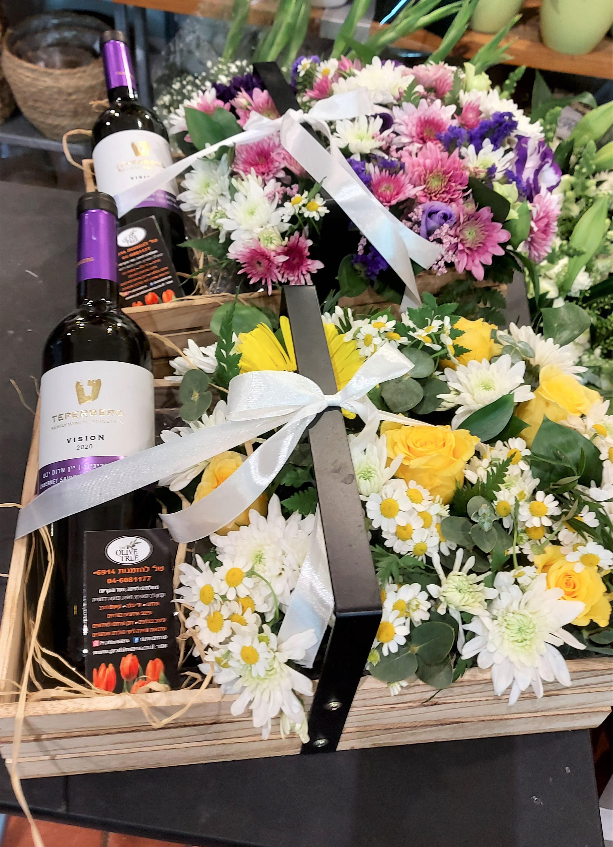 מארז פרחים ויין בארגז עץ