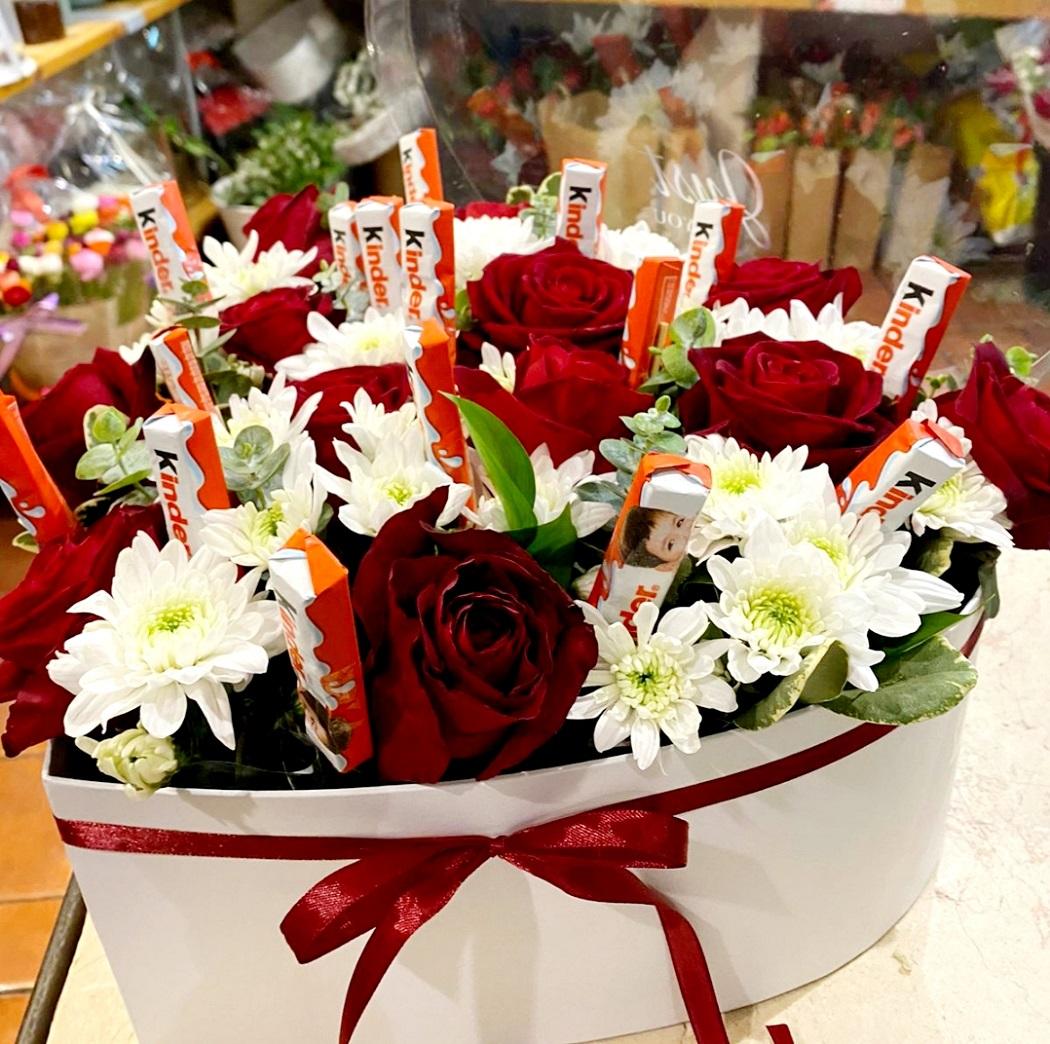 מארז פרחים וקינדר