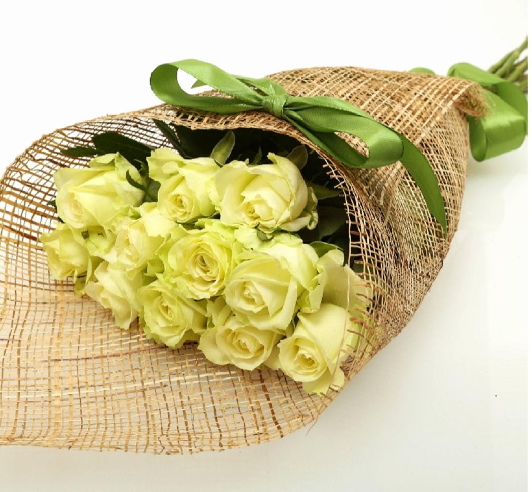 חבילת ורדים רומנטית בלבן